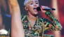 Miley se tapa sólo con una piña