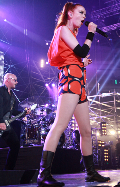 GARBAGE: FOTOS DEL SHOW - Shirley Manson (adelante) y Steve Marker (atrs)