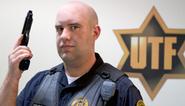 Charlie Sanders como el Oficial Joe Stubeck