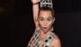 Miley Cyrus lanzó su línea de hoodies y bolsos... ¡y son increíbles!