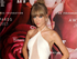 Taylor Swift desconcentrada por sus fans