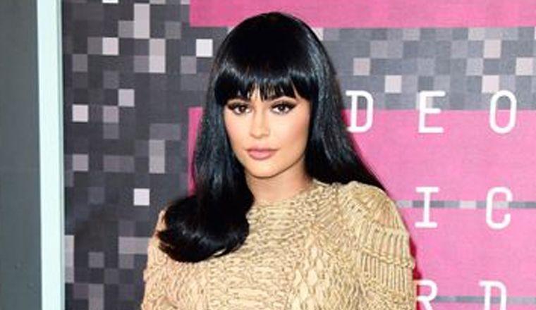 ¿Kylie Jenner se va a quitar los labios!?