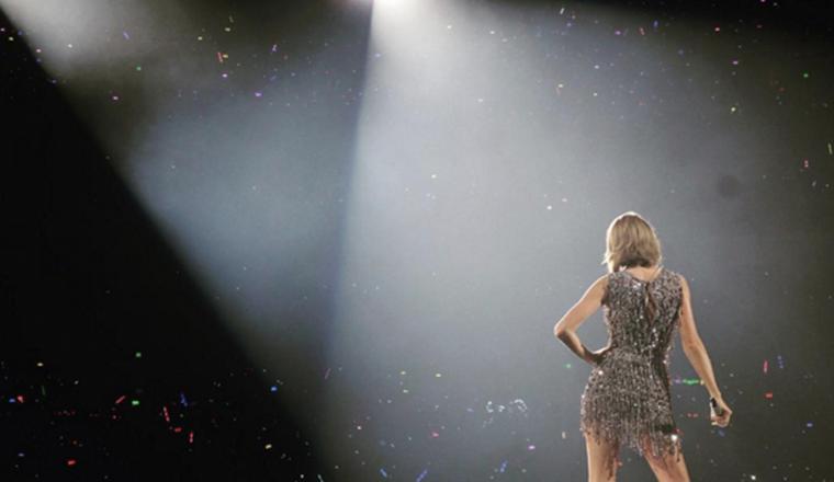 Taylor Swift se lastimó el pie en pleno concierto