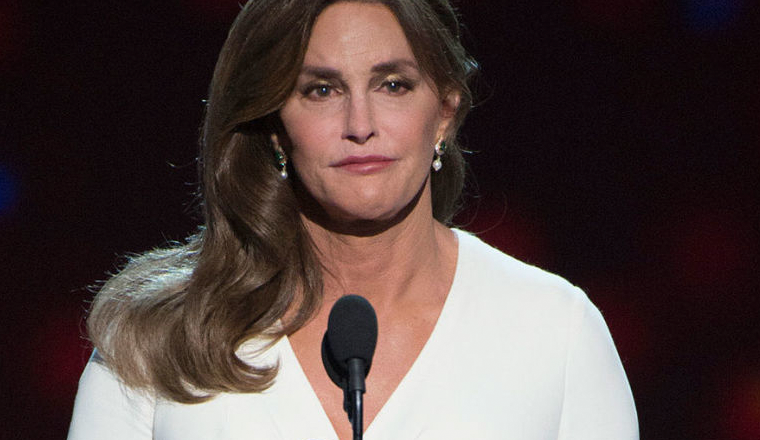 Caitlyn Jenner practica su voz de mujer