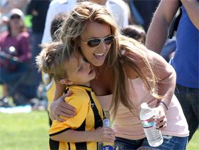 Los hijos de Britney Spears no quieren besarla en público