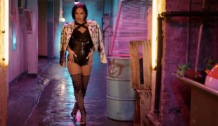 Demi Lovato le robó el atuendo a su novio y aquí tenemos la prueba