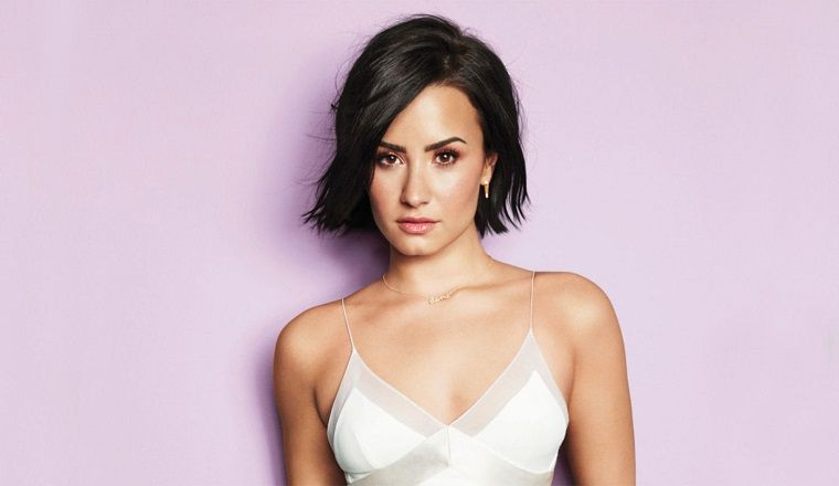 Demi Lovato, deslumbrante en la portada de Cosmopolitan