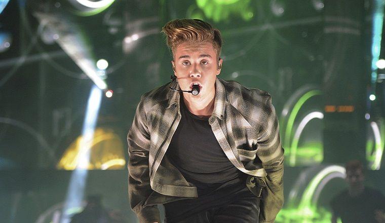 Justin Bieber canta un cover de Boyz II Men de la manera más sexy jamás vista