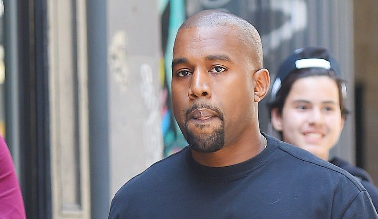 Kanye West se duerme en pleno show en Disney