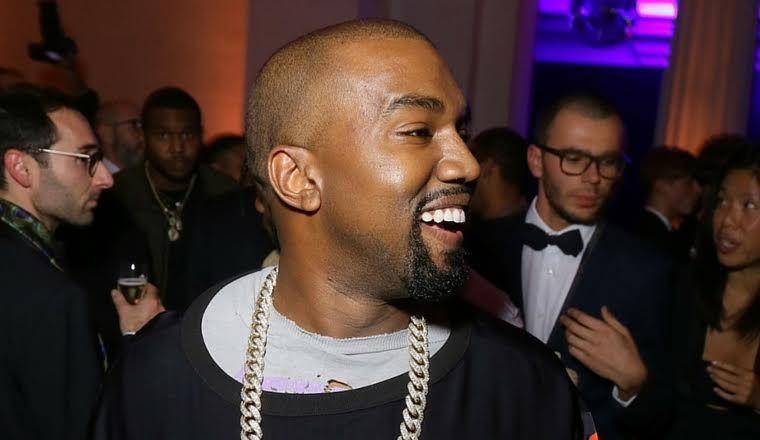 Acusan a Kanye West de usar a los artistas