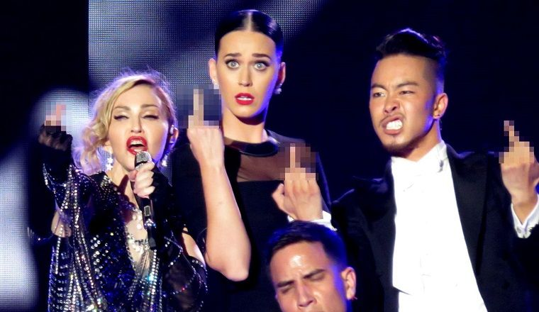 """Katy Perry llamó """"mamá"""" a Madonna en pleno show"""
