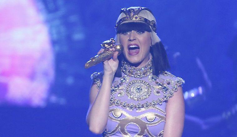 ¿Katy Perry come ballena cruda?