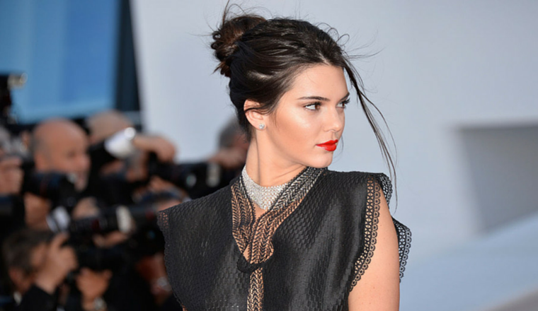 Kendall Jenner tiene los labios más sensuales en un nuevo comercial