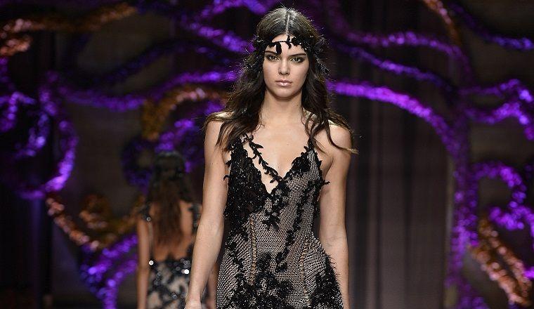 Kendall Jenner y el vestido transparente de Versace que nos eloqueció