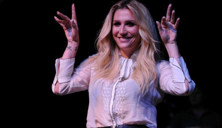 Kesha se tiñe el cabello de un color alucinante