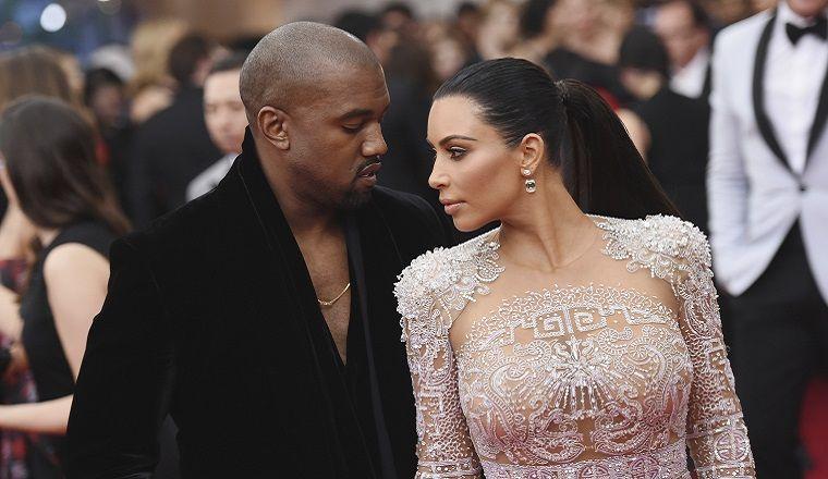 Kim y Kayne celebran su aniversario con un explícito beso francés