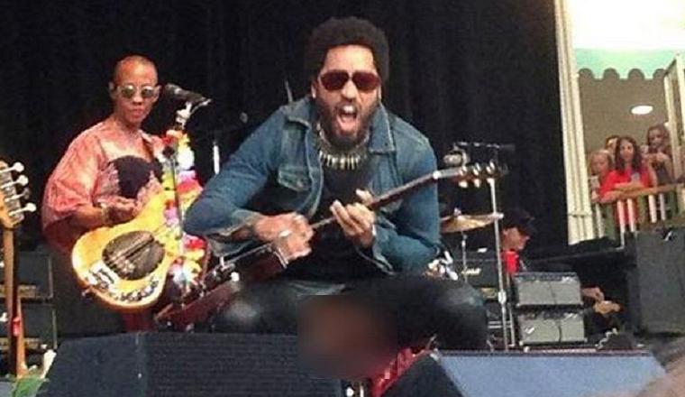 ¡Lenny Kravitz enseña su pene en pleno concierto!