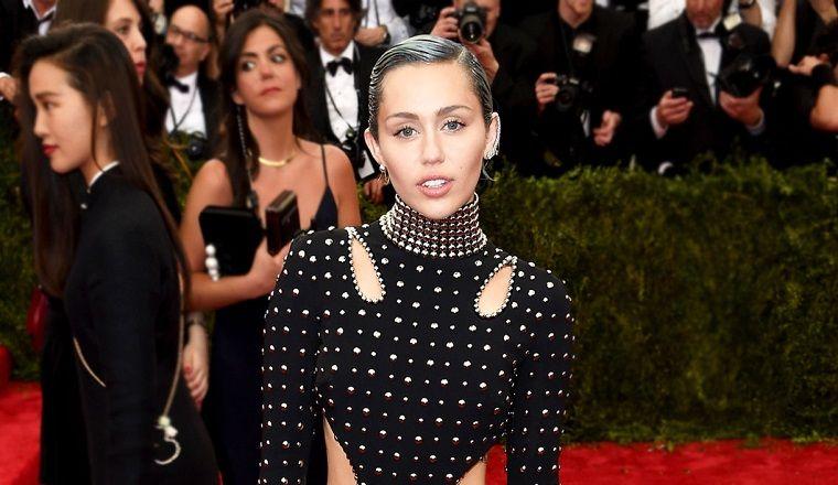 OMG! Miley volvió a usar el cabello largo