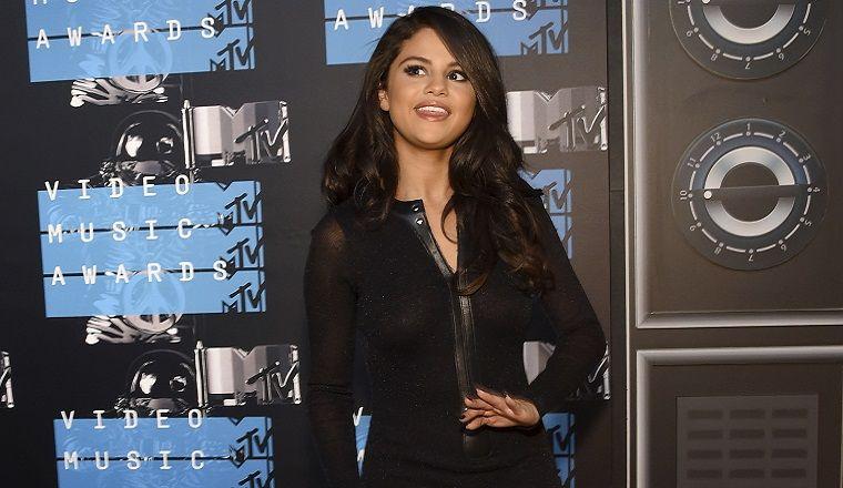 """Selena Gómez presentó """"Me & The Rhythm"""" y ya se transformó en nuestra canción favorita"""